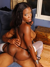 Sexy black chick exposes her phat ass and lures her boyfriend into fucking her pussy
